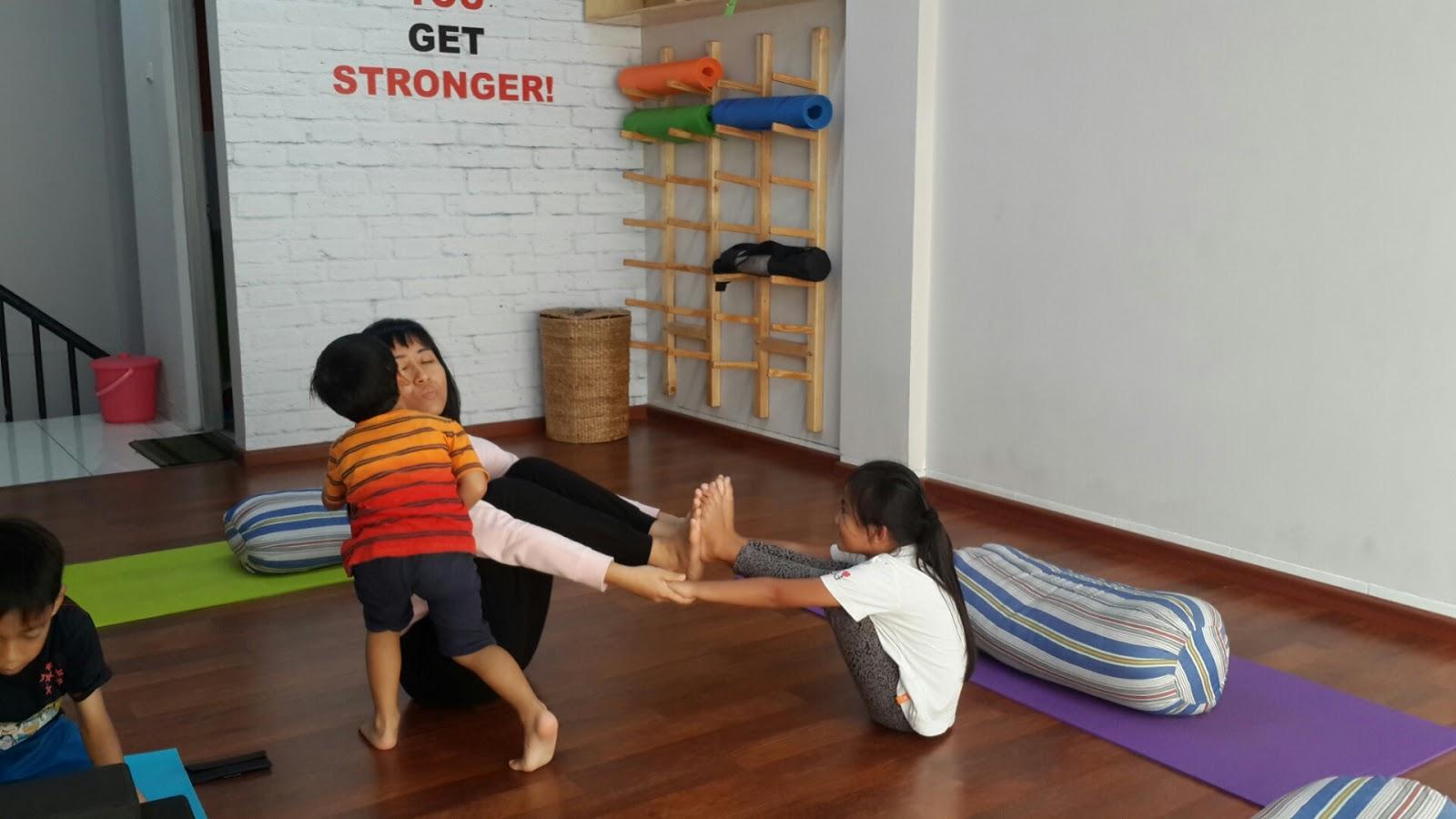 Catatan Bunda Dewi: Yoga for kids