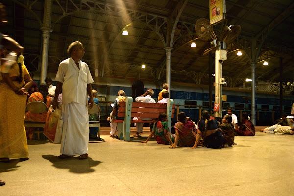индия вокзал перрон
