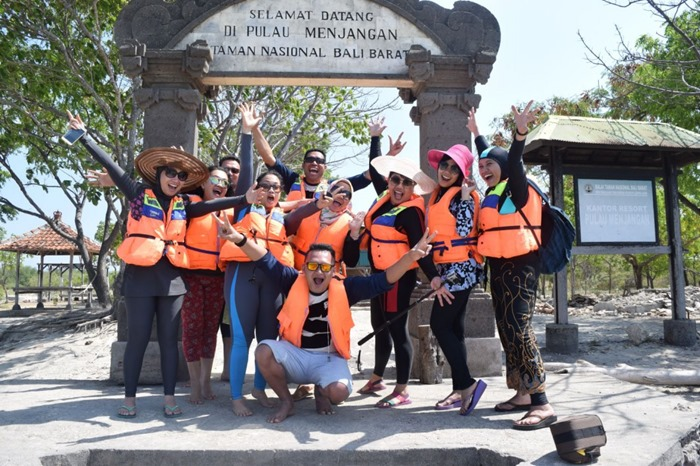 Gate Gapura - Trip Pulau Menjangan Pulau Tabuhan Banyuwangi