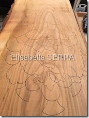 carugate disegno di un grappolo scolpito su legno