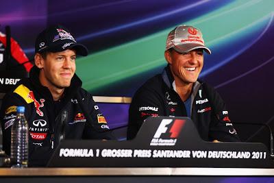 Себастьян Феттель и Михаэль Шумахер уже не могут сдерживаться на пресс-конференции Гран-при Германии 2011 в четверг