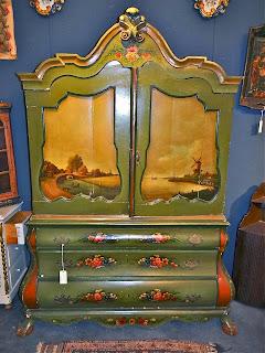 Шкаф в стиле прованс. ок.1900 г. Две дверки, три ящика, ручная роспись. 145/60/200 см. 5500 евро.