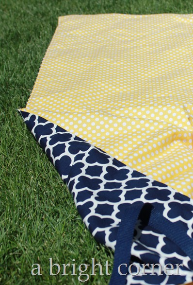 Reversible picnic throw tutorial from Andy of A Bright Corner.  Two sided throw uses home dec weight fabric and rolls right up so it's easy to carry!