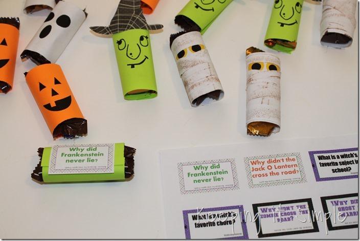 #ad Halloween-candy-bar-wrappers-with-Halloween-jokes-printable #BooItForward (7)