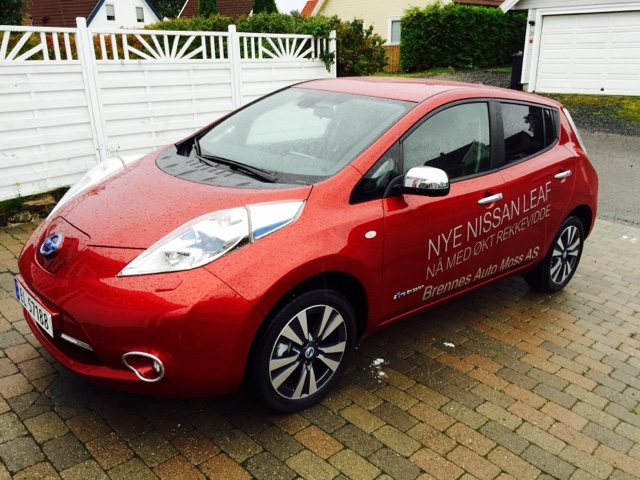 Superior The Nissan LEAF Has An Electric Motor That Delivers 109 Hp And Its 24 KWh  Battery Gives An Official Range Of Up To 199 Km In The Most Favorable  Driving ...
