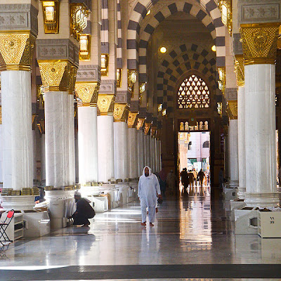 the-holy-prophets-mosque-in-madinah-3.jpg