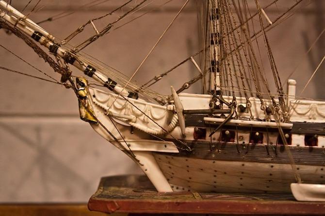 model-ship-bone