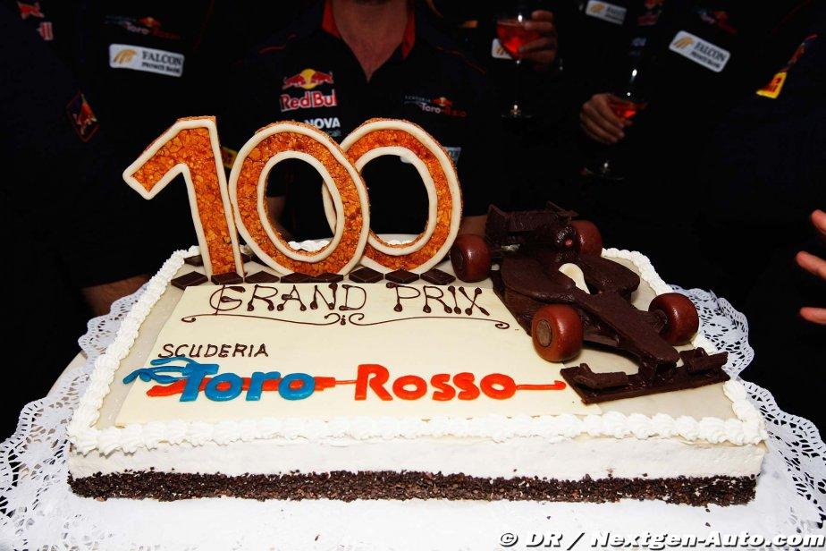 торт Toro Rosso в честь сотого Гран-при на Гран-при Венгрии 2011