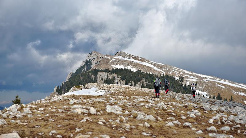 Pe sud zapada ioc, si cand ma gandesc ca acum 4 ani am schiat pe aici pana jos in Barbatesti.