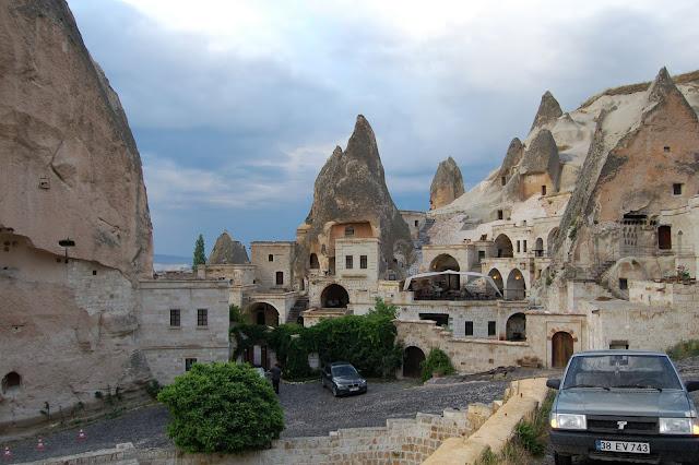 Турция: Город Гереме, дорога в городе