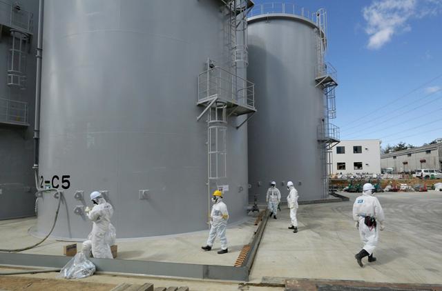 Storage tanks of radiation-contaminated water at Tokyo Electric Power Company's Fukushima Daiichi nuclear power plant in Okuma, Japan, in 2015. Photo: Kimimasa Mayama / European Press Photo Agency