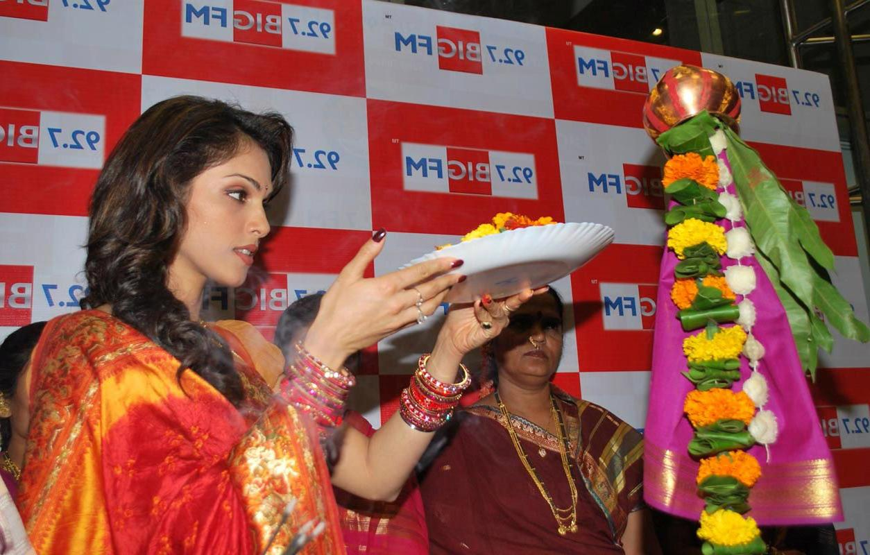 Isha Koppikar celebrates Gudi
