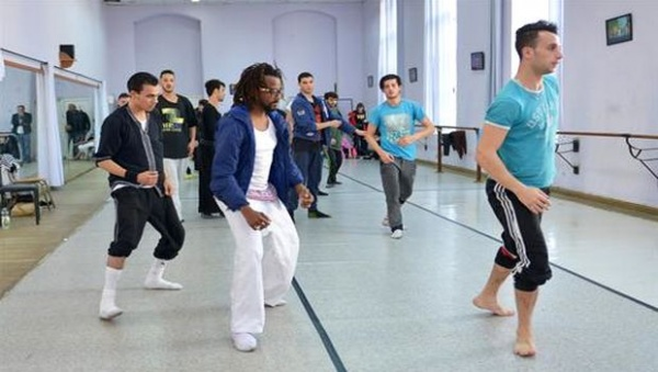 Ahmed Khemis, danseur contemporain et chorégraphe habité par le voyage et la spiritualité