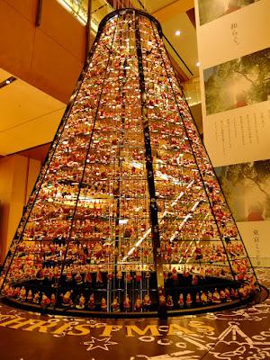 """東京ミッドタウンのクリスマスイルミネーション2015 """"サンタツリー"""""""