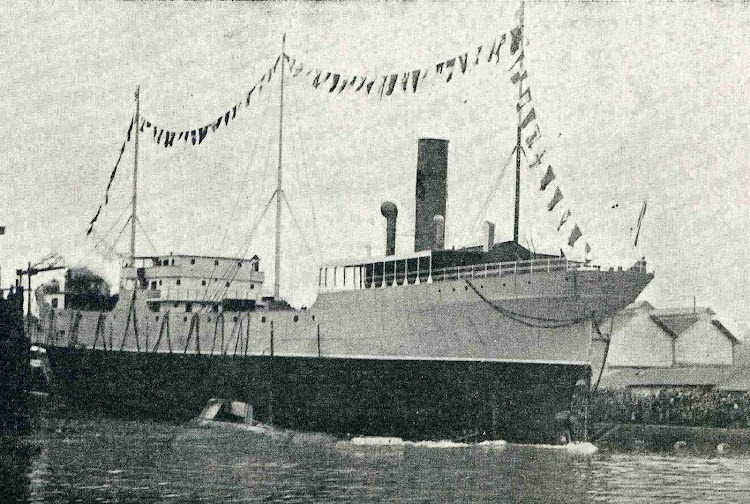 Botadura del petrolero ARTZA-MENDI en el mismo astillero. De la revista Catalunya Marítima. Año 1921.jpg