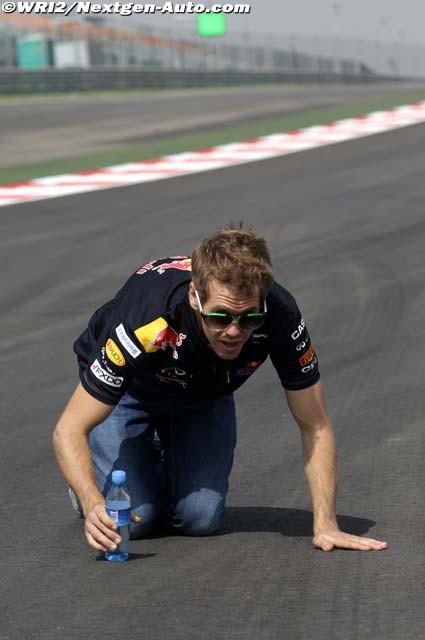 Себастьян Феттель ползает по трассе Буддх на Гран-при Индии 2011