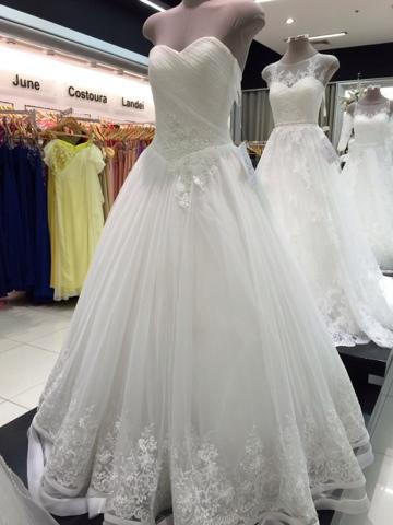 Me On Pause: Wedding Gowns in Landmark Makati