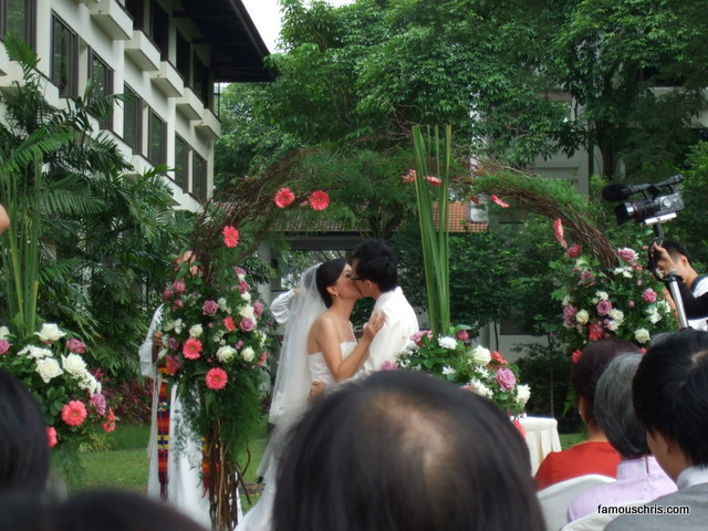 Kiss lagi. So loving.