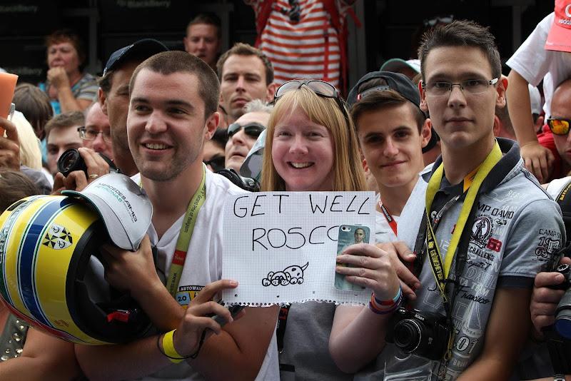 рисунок болельщицы Льюиса Хэмилтона в поддержку Роско на Гран-при Бельгии 2013