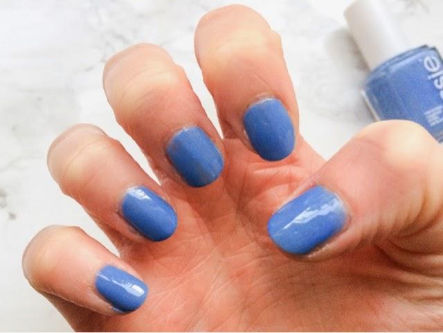 beauty-blog-manicure-midweek-manicure-monday-manicure-notd-essie-nail-polish-lapiz-of-luxury-blue-nails