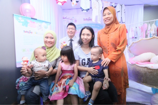 All smiles at Tollyjoy's Baby Dress Up Station - CEO of Tollyjoy Corporation, Mr. Tan Wee Keng & Chairman of OrphanCARE Foundation, YB Tan Sri Faizah Mohd Tahir sharing in the celebration of babies with guests at the Baby Day launch
