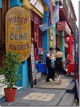 tango devant les restaurants