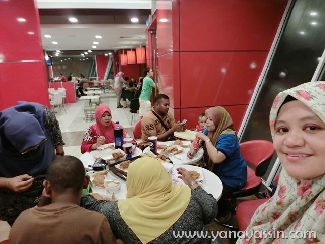 Sambut Hari jadi di KFC Wangsa Maju