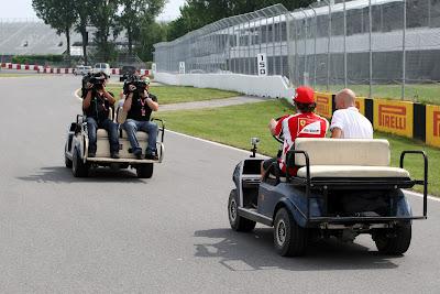 Фернандо Алонсо дает интервью на Гран-при Канады 2011