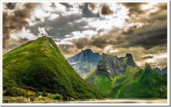 beautiful-rugged-mountains-in-norway-hd-wallpaper-576647