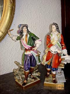 Пара мушкетёров из фарфора. 19-й век. Высота 30 см. 2500 евро.