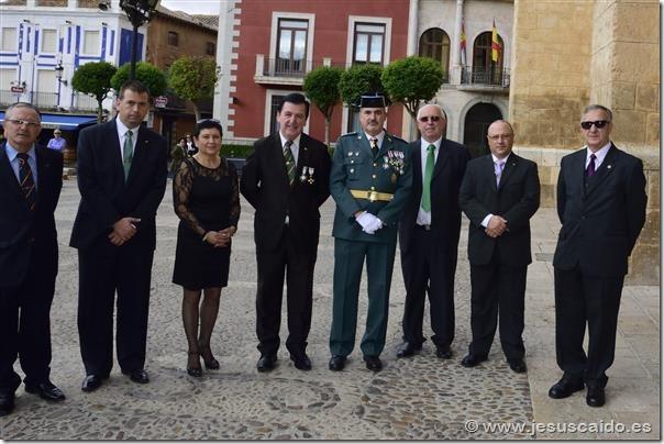 Representación de nuestra Cofradía con el capitán Jefe de la Compañía de Valdepeñas (Foto Policía Nacional)