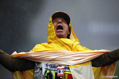 фотограф под дождем Спа на Гран-при Бельгии 2011
