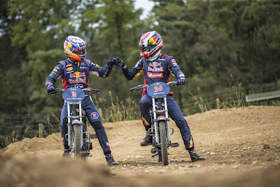 Даниэль Риккардо и Даниил Квят на мотоциклах 4 сентября 2014
