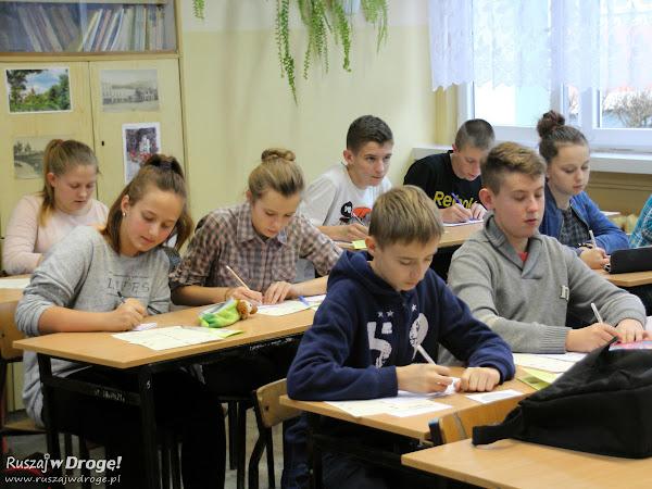 Warsztaty Kaszubski Szlak - młodzież na zajęciach