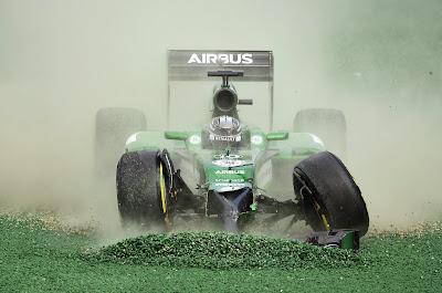 прогулка Камуи Кобаяши по гравию на Гран-при Австралии 2014