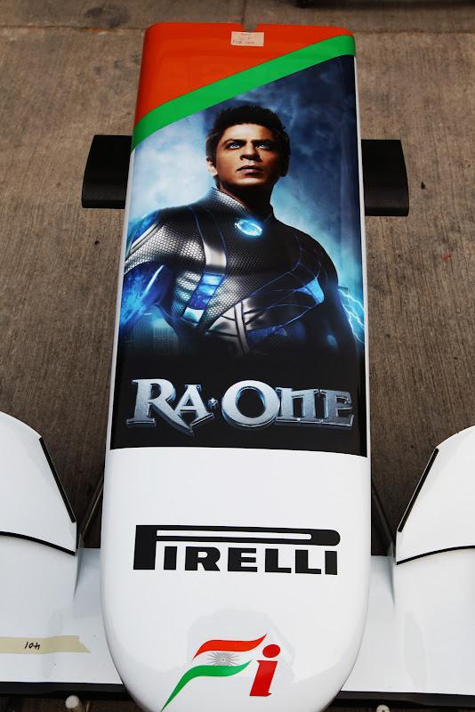 реклама Ra One на переднем антикрыле Force India на Гран-при Индии 2011