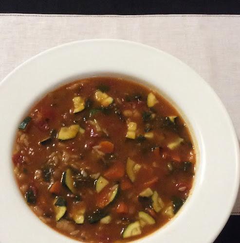 Zupa warzywna, włoska zupa minestrone, cukinia, boćwina, makaron, zupa przepis