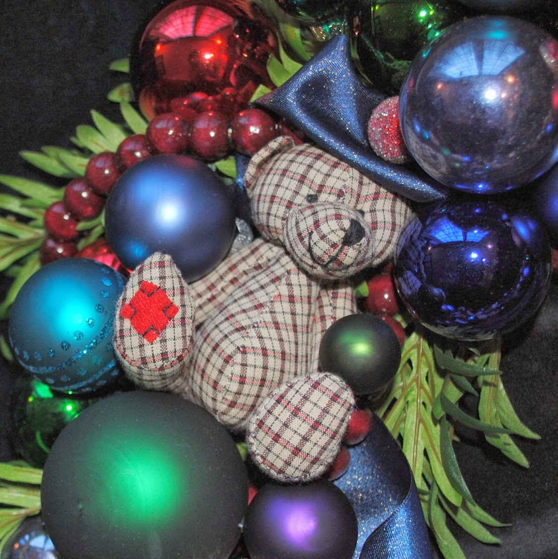 OWR8028 Homespun Teddy Bears Christmas Ornament Wreath