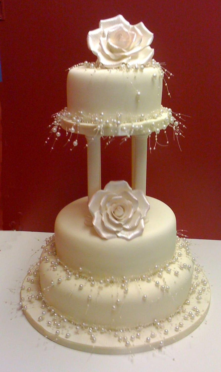 Pearl Wedding Cake with large