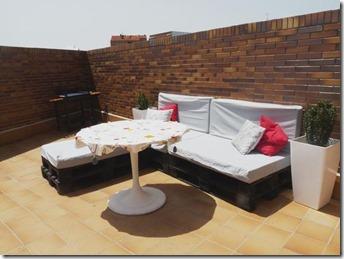una-terraza-palets-cajas-frutas-L-WdVYPU