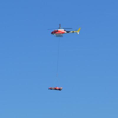 болид Ferrari на вертолете Santander