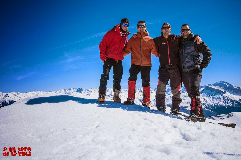 Foto de Cima. David, Fran, Kike y Ángel. Chinebral de Gamueta. © aunpasodelacima