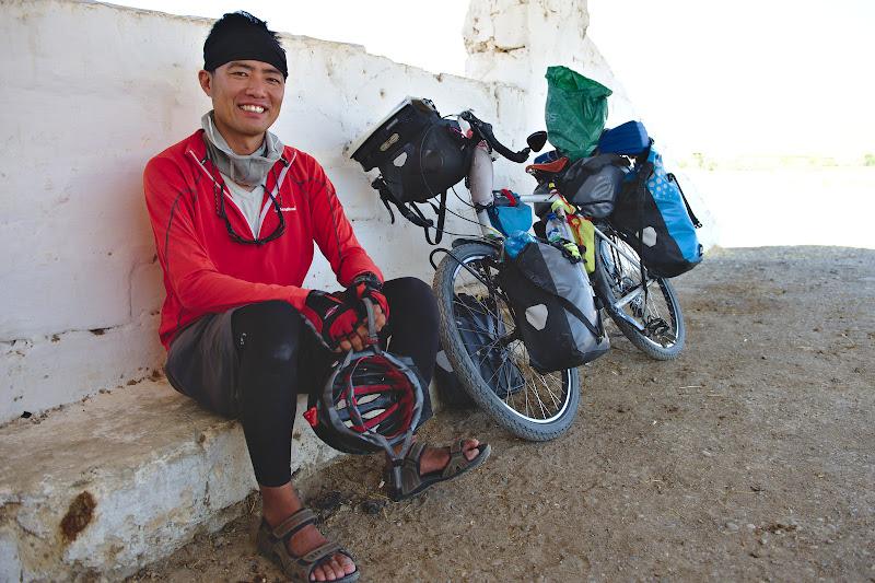 Akira, in drum spre Turkmenistan.