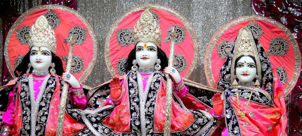 ISKCON Juhu Mangal Deity Darshan 14 Jan 2016 (27)