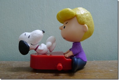 McDonald's happy meal X The Peanuts Movie 2015 toys: Snoopy & Schroeder