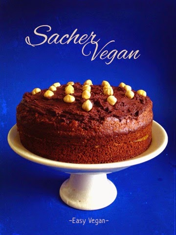 Finalmente anche io posso pubblicare la mia ricetta per la torta Sacher vegan! Lo so, se ne trovano miglaia di ricette su internet, ma sono tutte diverse e la mia è particolarmente semplice da fare e leggera ma comunque buonissima (vi dico solo che i miei amici onnivori ne vanno matti).