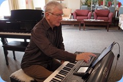 Gordon Sutherland preparing to play on his Korg Pa3X. Photo courtesy of Dennis Lyons.