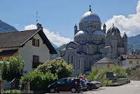 Im schönen und kurvigen Centovalli-Tal nach Italien. Wallfahrtskirche Santuario della Madonna Del Sangue im Ort Re.