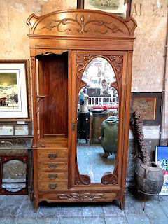 Красивый шкаф в стиле Ар Нуво. ок.1900 г. 110/45/250 см. 4900 евро.