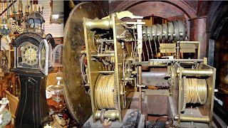 Антикварные часы с перезвоном мелодий. ок.1800 г. Часы выполнены в форме башни и имеют сложный механизм с перезвоном мелодий.